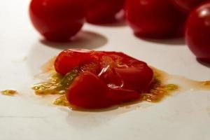 tomate aplastado foto