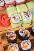 set de rollos de sushi foto