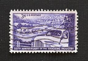 selo de aniversário de 50 anos da indústria de caminhões