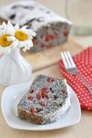 pastel alegre de semillas de amapola foto
