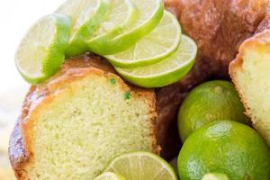 vers gebakken limoenpudding cake