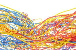 cables enredados en redes de telecomunicaciones foto