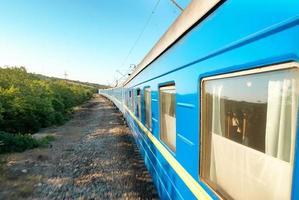 tren de movimiento foto