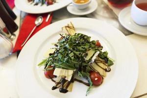 Warm salad with beef and arugula
