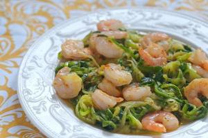 Zucchini pasta with a shrimps