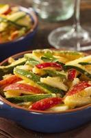 ensalada orgánica de frutas y verduras foto