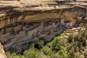 moradia em penhasco antiga preservada