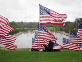 bandeiras americanas em st. louis, missouri, lembrando 11 de setembro