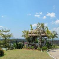 patio al aire libre con vista a la montaña en Tailandia