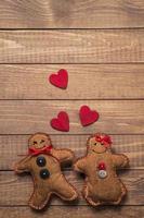 juguetes textiles en forma de pan de jengibre el día de san valentín
