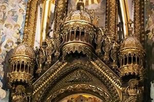 Interior de la basílica en la abadía benedictina de santa maría