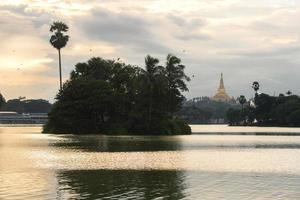 shwedagon no pôr do sol