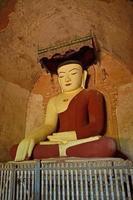 Boeddhabeeld in de tempel. Bagan, Myanmar (Birma)