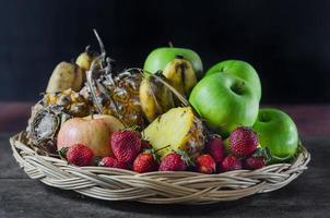 mezclar frutas foto