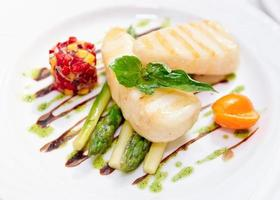 Slightly grilled fish with salad and asparagus