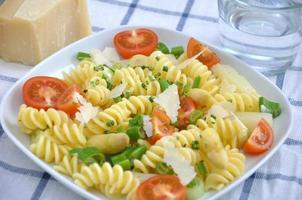 Pasta with tomatoes, peas and asparagus