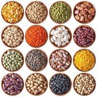 colección de diferentes legumbres aisladas en blanco