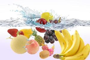 fruits dans l'eau