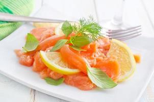 salmón con limón foto