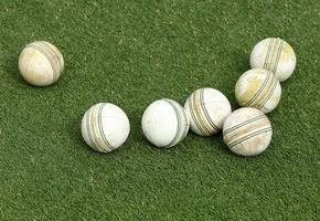 palle da cricket sull'erba