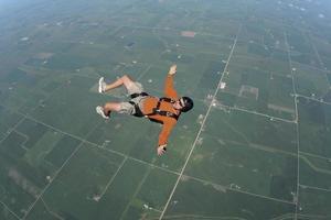 foto stock royalty free: uomo in caduta libera sulla schiena
