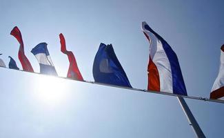 la fila de banderas náuticas closeup