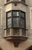 balcon médiéval avec fresque