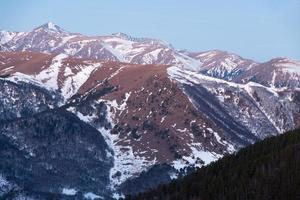 montañas mañana de invierno foto