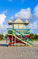 cabanas de madeira relógio de baía em estilo art deco
