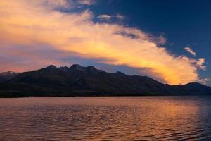 lago da montanha, crepúsculo