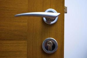 puerta de madera foto