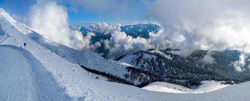 esportes montanhas paisagens inverno turista neve natureza céu azul