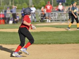 youth league base runner photo