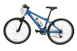 bicicleta de montaña aislada sobre fondo blanco foto