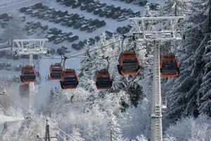 Cabin ski lift
