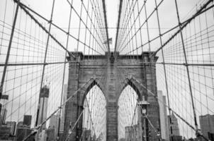 cruzando el puente de brooklyn foto