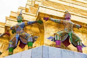 guardia de la pagoda dorada foto