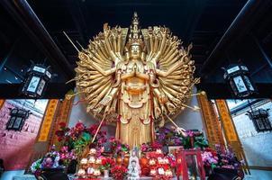 estátua das mil mãos guanyin no templo de lushan, changsha