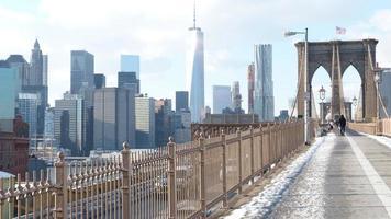 paisaje urbano de nueva york desde el puente de brooklyn foto