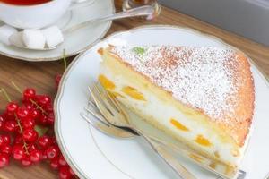 tarta de queso crema y durazno foto