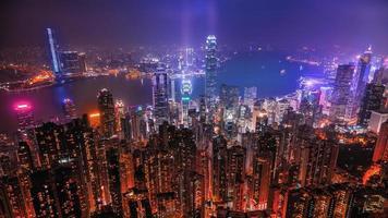 escena nocturna de hong kong victoria harbour foto