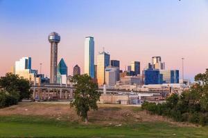 skyline da cidade de Dallas no crepúsculo