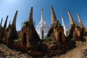 pagodas antiguas en la posada taing templo del estado de shan.