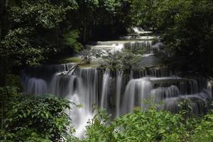 Cascada, Huay Mae Khamin, provincia de Kanchanaburi, Tailandia