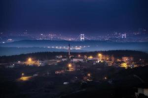 horizonte de Estambul en la noche foto