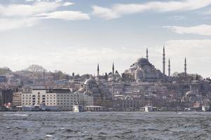 Istanbul Bosporus-scène met klassieke veerboten