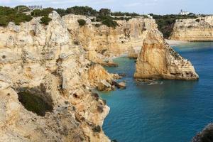 Ver en Praia da Marinha en el área de Lagoa, Algarve, Portugal.
