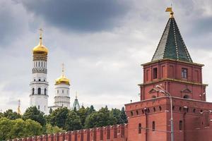edificio del kremlin de moscú en verano foto