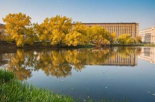 otoño en los parques de moscú, rusia