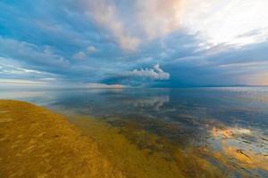 puesta de sol mar tropical